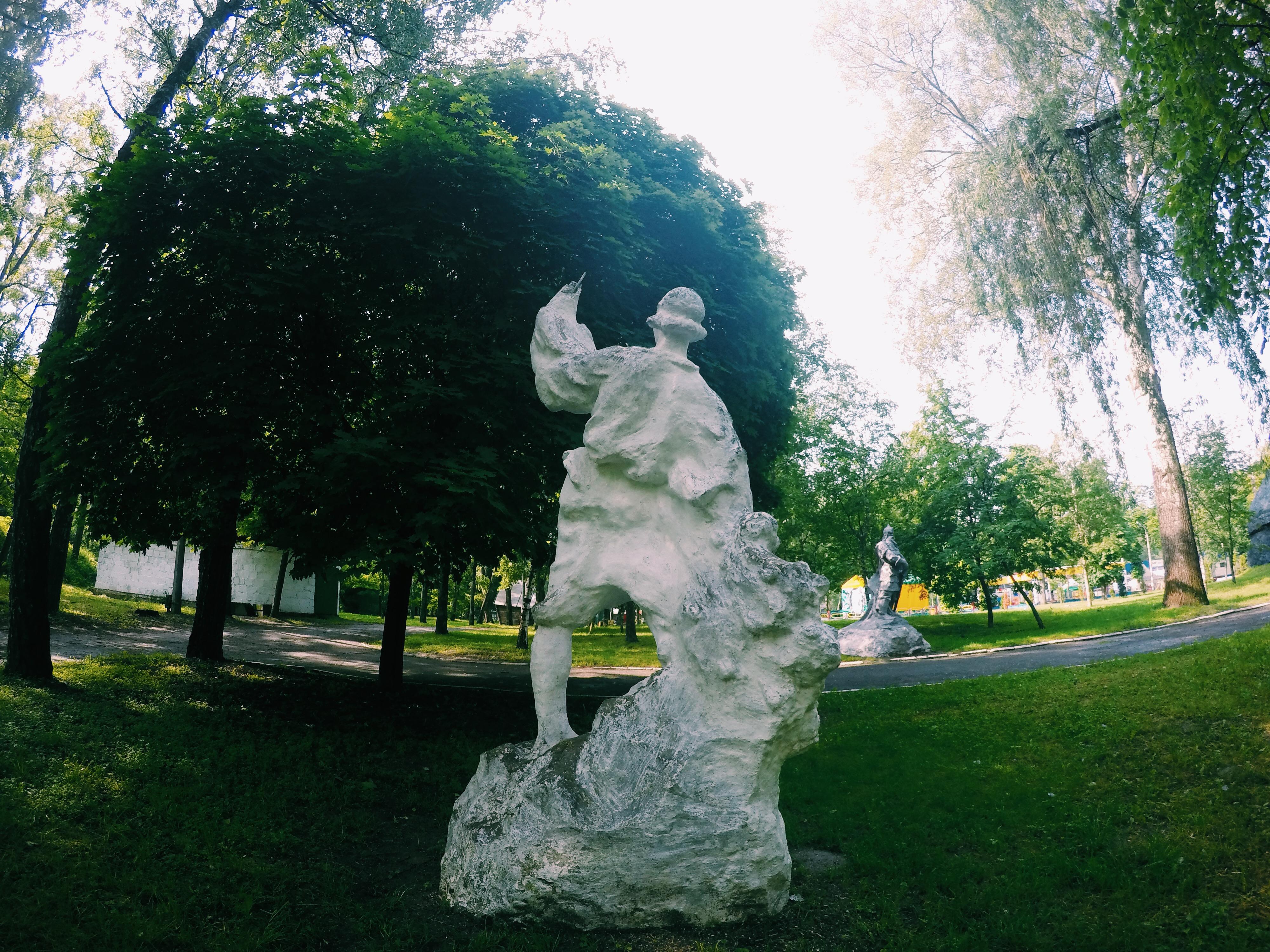 Селфи чувак в парке имени Кожедуба